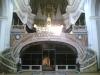Италия. Неаполь. Базилика Санта-Марии-делла-Санита. Главный алтарь, под ним за решёткой расположен вход в катакомбы Сан-Гаудиозо